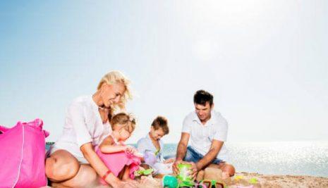 Estate al mare: cosa fare in spiaggia con i propri bambini?