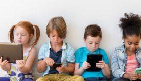 Smartphone e bambini: quando è troppo presto per avvicinarli?