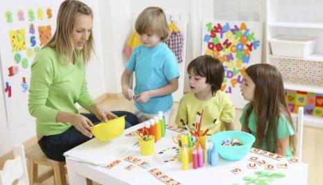 Educare i figli con il metodo Montessori: pro e contro